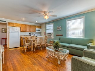 NEW LISTING! Dog-friendly rental w/full kitchen, furnished deck-walk to beach