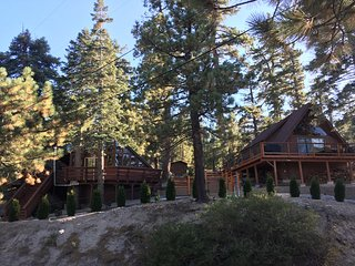 Cozy cabin w/modern amenities & great location near hiking and lake