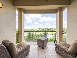 Luxury waterfront living w/ gorgeous view, balcony, & full kitchen