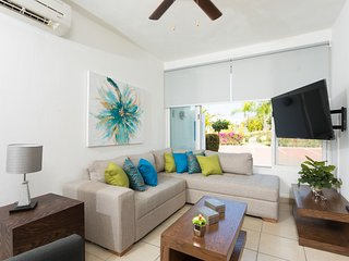 Casa Laurel. Beautiful home 10 min from beach! Gated comunity with shared pool.