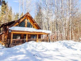 NEW LISTING! Dog-friendly cabin w/ private porch, foosball, near Wenatchee River