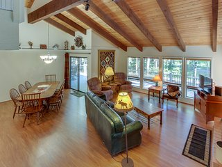 Bright and open golf course home with shared pool & hot tub