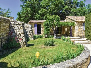 Beautiful home in Vaison la Romaine w/ Outdoor swimming pool, WiFi and 3 Bedroom