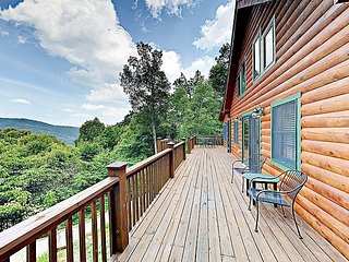 Luxe Log Cabin in Gated Community w/ Deck & Stunning Mountain Views