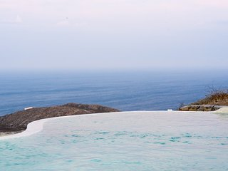 PRIVATE HEATED POOL INFINITY