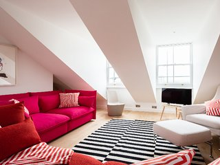 The Lansdowne Crescent - Bright 3BDR Top Floor Apartment in Notting Hill
