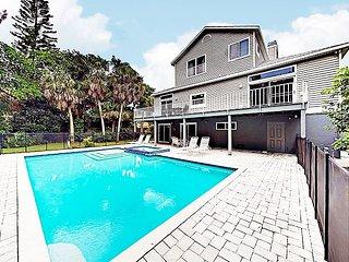 Spacious Siesta Key Paradise w/ Private Pool, Spa & Grill - Near Shell Beach