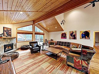 Tahoe Donner Haven | Private Hot Tub, 2 Decks | Minutes to Skiing & Hiking