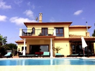 Beautiful luxury villa close to  beaches and marinas of Duquesa and Sotogrande