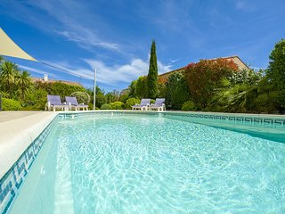 25% OFF - Escape to Luxury 5 Bed Villa; Amazing Location; Heated Pool; Sea Views