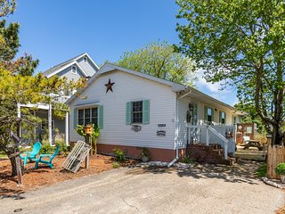 Dog-friendly, beach cottage w/ updated kitchen and outdoor shower