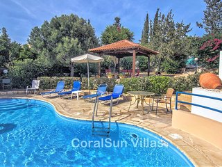 HARMONY 2 bedrm villa, Large Private Pool.Close to Amenities & Sea.Table tennis