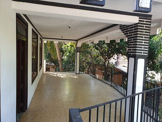 Hari Guest House - Family double bed room with A/C - 2 Adults & 3 Kids sleeps