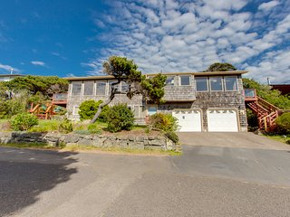 Ocean-facing home w/views, deck & fireplace -steps to beach-dogs OK