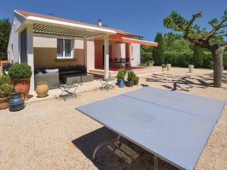 Nice home in Monteux w/ WiFi and 3 Bedrooms