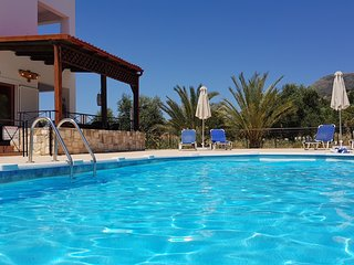 ☀️ NOT OVERLOOKED ☀️ Near Almyrida ☀️ Private Gated Pool ☀️ FREE WiFi