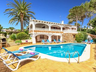 4 bedroom Villa with Air Con, WiFi and Walk to Beach & Shops - 5334706