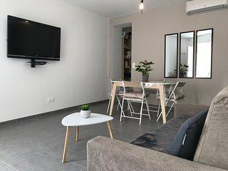 Appartement CLIMATISE plein centre ville  de NIMES