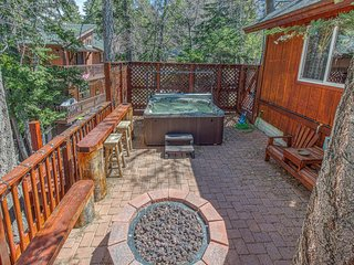Rustic retreat at Bear Mountain w/ private hot tub & dog-friendly attitude!