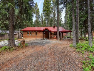 Cozy cabin one block to Payette Lake