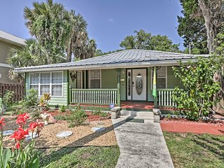 Downtown St. Augustine Bungalow w/Hot Tub & Patio