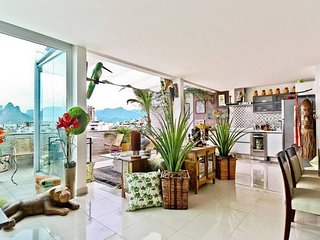 Classy Triplex Penthouse at Best Location in Rio