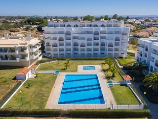 1 bedroom Apartment with Walk to Beach & Shops - 5313435