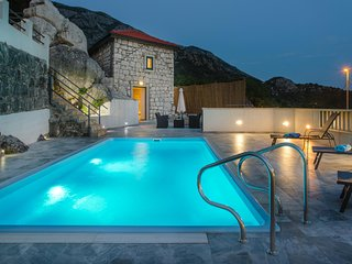 Butkovine Villa Sleeps 2 with Pool Air Con and WiFi - 5604916