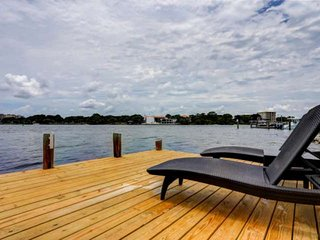 Walk to Beach / Bring Your Pet(Fee) / Bring Your Boat! Beautiful View of Santa R