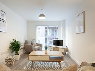 City Centre Superior 2 Bed Apartment with Balcony