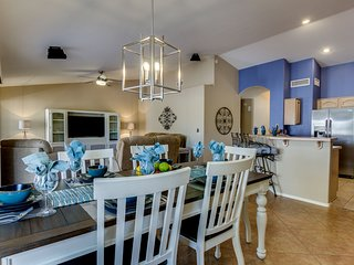 55+ Sun Lakes Oakwood Community home with numerous outdoor amenities! 30 Day Min
