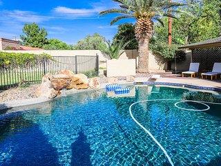Mesa Historic District w/ 2 Kings Pool WiFi Office BBQ Laundry Games & Lg Yard