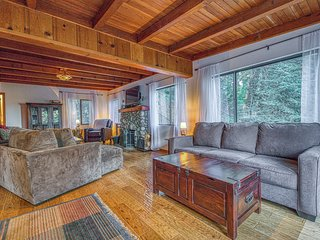 Cozy, secluded cabin w/ fireplace & furnished deck - near village