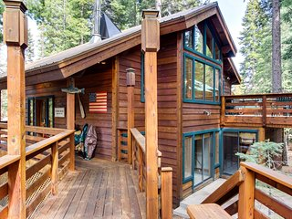 Cabin in the woods w/ shared swimming pool and private beach