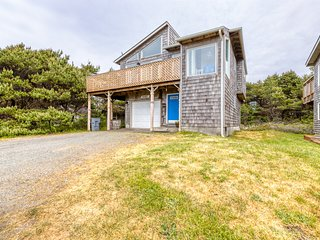 Elegant dog-friendly home on quiet dead-end street w/ocean views! (MCA #155)