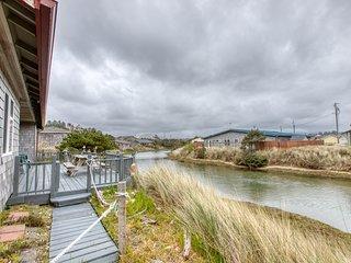 Home w/river access, close to beach plus deck & shared seasonal pool