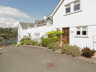 16 BOLT HEAD, two storey town house, views over South Sands and Salcombe