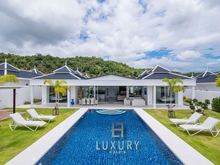 Luxury Modern 4 Bedroom Pool Villa!