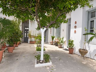 Athens house with yard 12 min walk to Acropolis