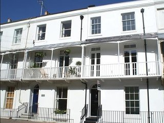 Family Friendly Seaside Apartment close to Worthing Beach - 2 Bedrooms/Sleeps 4