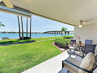 Updated 2BR in Boca Ciega Bay Resort – Pool & Hot Tub on  Intracoastal