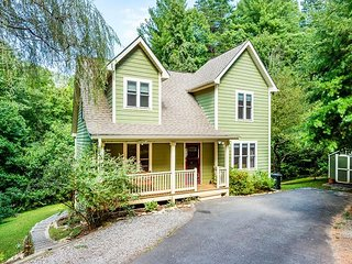 Spacious 4BR/3.5BA w/ Fire Pit – Near Outdoor Adventure & Downtown