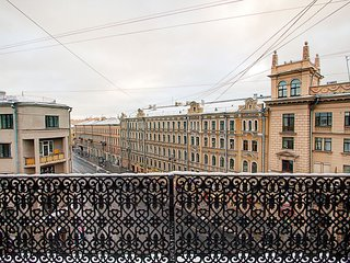 Studio with a balcony on Nevsky 142