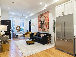 High-end 2 BR 2 BA condo in Historic Kalorama Brownstone