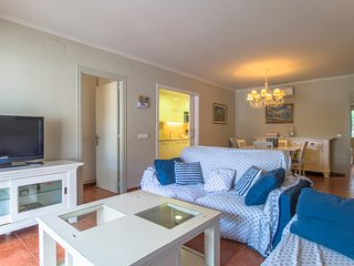 3 bedroom Apartment with Walk to Beach & Shops - 5802816