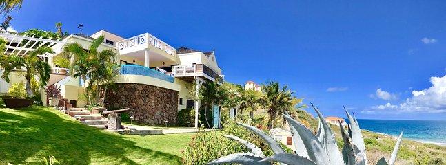 Ocean Song Villa localizado acima Turtle Beach, com vistas panorâmicas sobre o oceano e ilha de Nevis