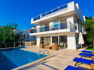 Villa Iona - a delightful 3 bedroom villa right near sea with private pool