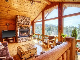 Cabin on 10 acres with private hot tub, views of Pikes Peak