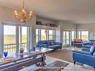 WOW, views!! Beautiful!! Spacious, Oceanfront, 75'TV/Home Theater, PETS(Weat)
