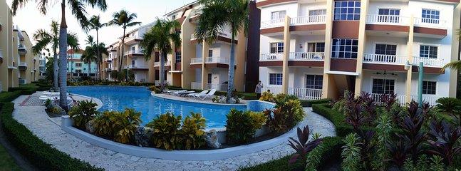 Estrella del Mar Luxury - two pools - manicured gardens - 5 minute walk to the beautiful beach.